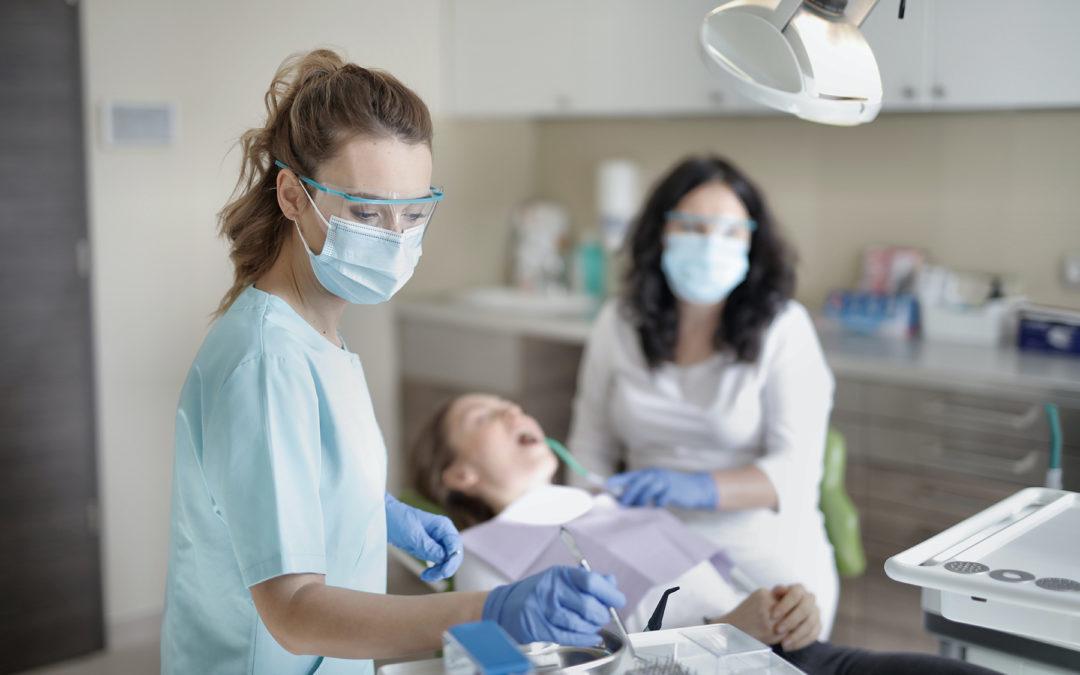 Les cinq avantages d'exercer dans un centre de soins dentaires en tant que chirurgien-dentiste