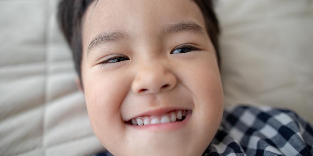 Éviter les dents tordues en 4 bonnes pratiques