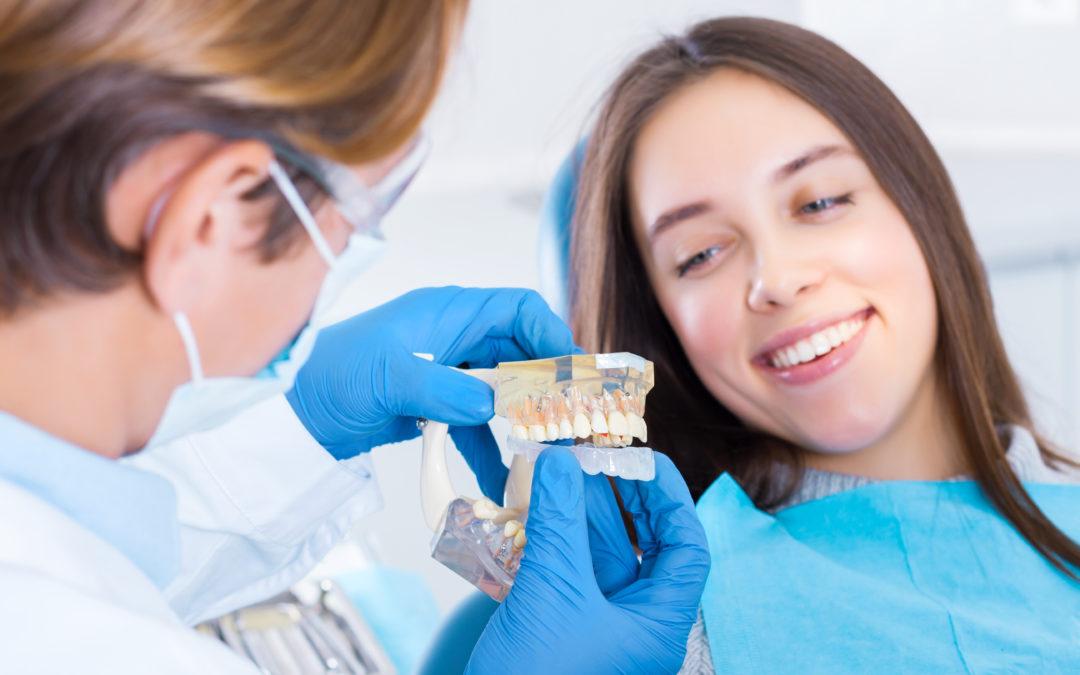 Entretien avec l'une de nos patientes, pleinement satisfaite de son traitement par aligneurs SMILERS de Biotech.
