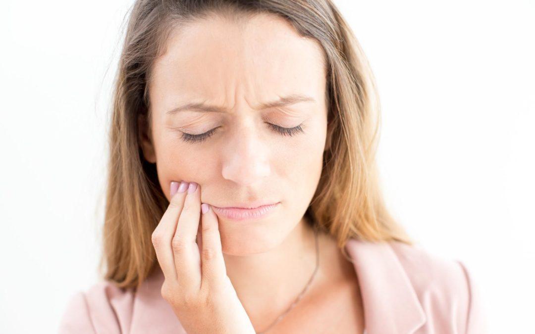 Prévenir et traiter l'infection d'un implant dentaire