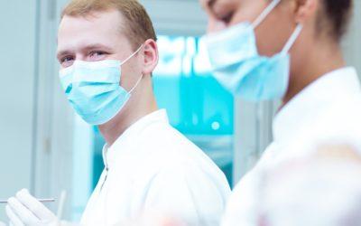 Entretien avec une praticienne de Dentifree : Mes premiers implants